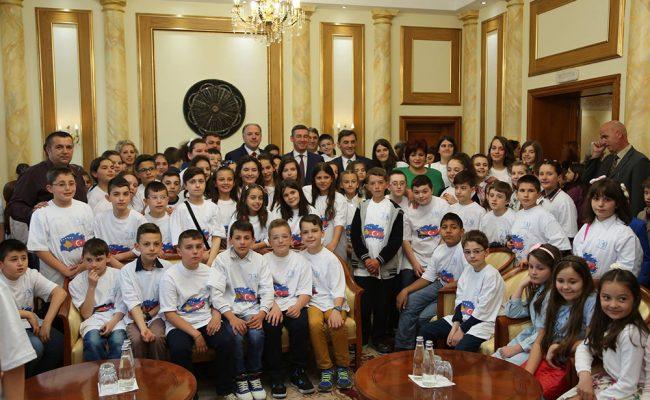 Milli Bayramda Türk Öğrencilerinin Meclise Ziyareti